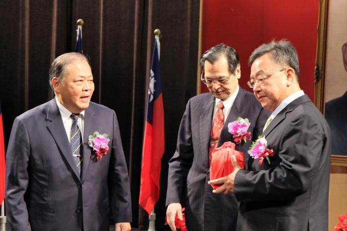縣市長就職/賴峰偉展現鐵血管理 典禮指派一級主管任務