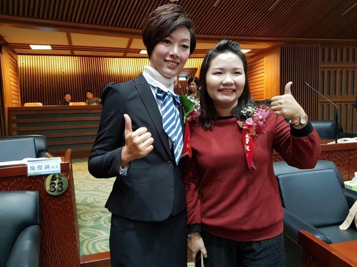 宜蘭縣議員莊淑如(右)與黃琤婷同年同月生成了本屆最年輕議員