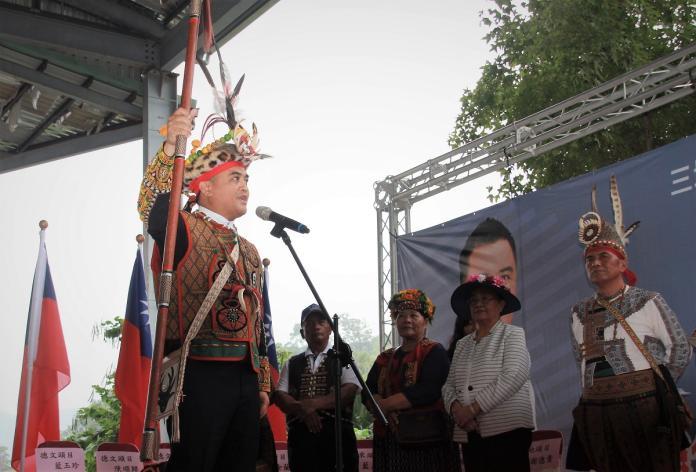 三地門部落統領授鄉長權杖 面向北大武山宣誓就職
