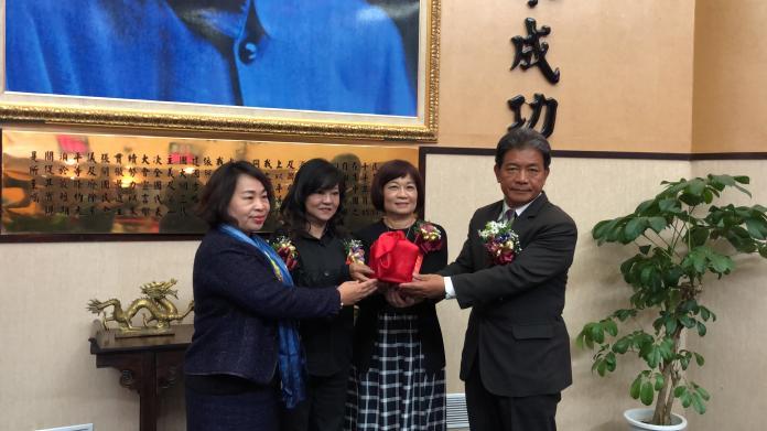 前議長賴美惠將印信移交予第3屆議長郭信良