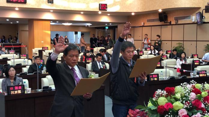 議長郭信良、副議長林炳利宣誓就職