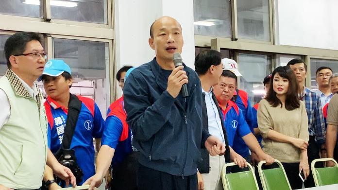 高雄市長韓國瑜(左三)兌現選前承諾