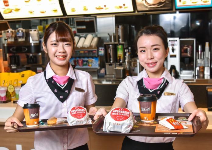 ▲麥當勞早餐時段從早上5點開始,推薦早餐霸主無敵豬肉滿福堡加蛋。(圖/麥當勞提供)