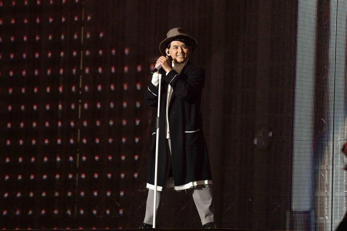 ▲黃子佼擔任五月天演唱會嘉賓,在暖場時就已經語帶玄機。(圖/相信音樂提供)