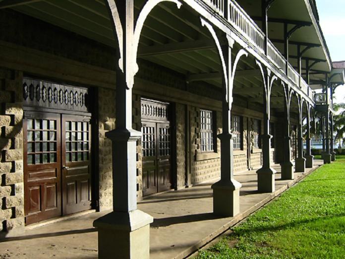 <br> 西利曼大學的人類博物館,裡頭有七個陳列館,展示了菲律賓的歷史文物如從宋朝以降的貿易紀錄到菲律賓當地各個文化及少數民族的文物展示。
