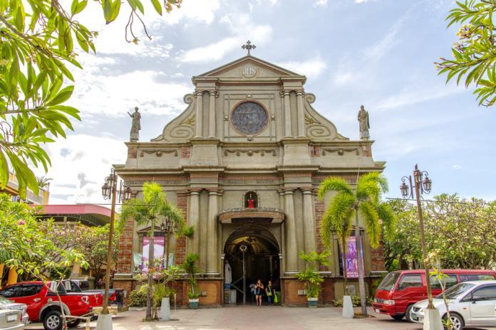 <br> 亞歷山大聖凱瑟琳教堂正面。