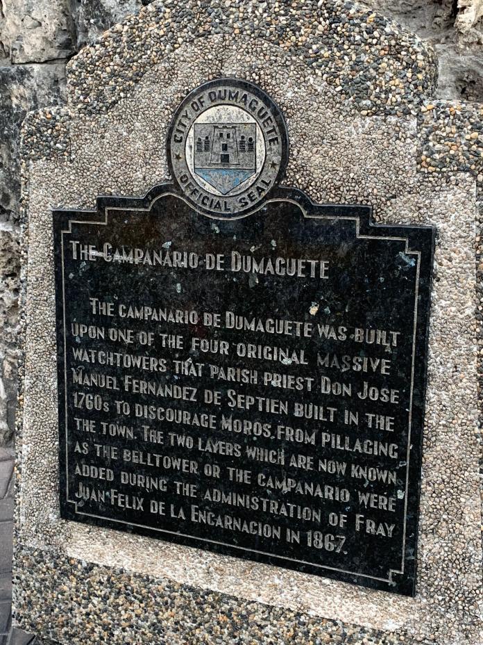 <br> Dumaguete Belfry的歷史告示。