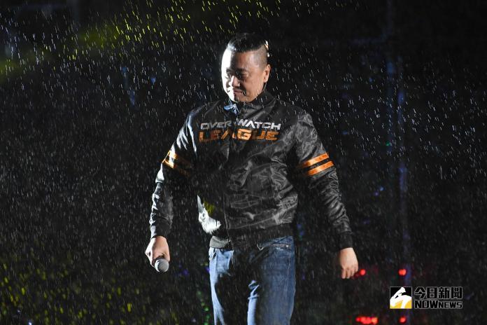 ▲邰哥邰智源出席北市府跨年晚會一起和年輕人玩電競。(圖/NOWnews攝影中心攝 , 2018.12.31)