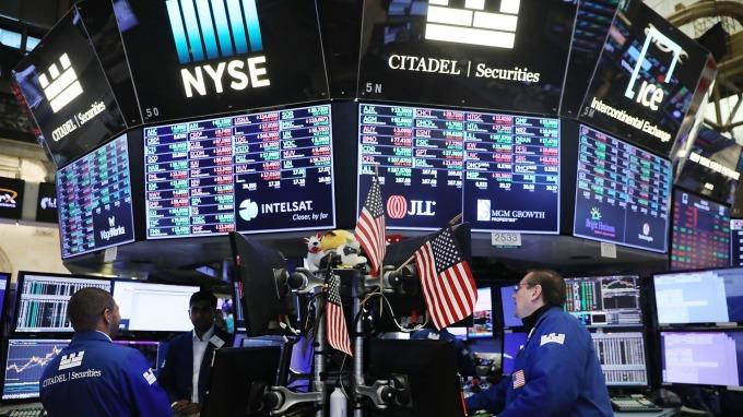 ▲ 美股震盪科技股失寵 ,投信認為,資金改抱防禦型股票趨勢延續至明年。(鉅亨網資料照)