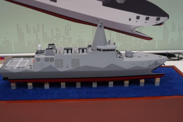 ▲2017年台北國際航太暨國防展中,國防部展出量產型沱江艦模型。(圖/記者呂炯昌攝)