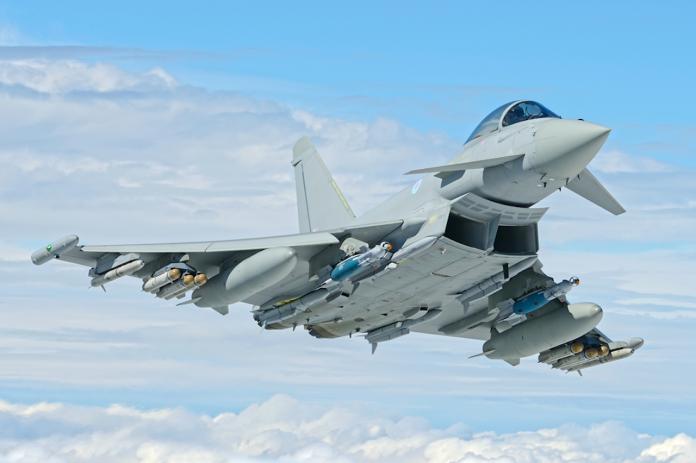 ▲2016年10月,英軍曾派4架颱風戰機赴日參加軍演。(圖/英國皇家空軍)