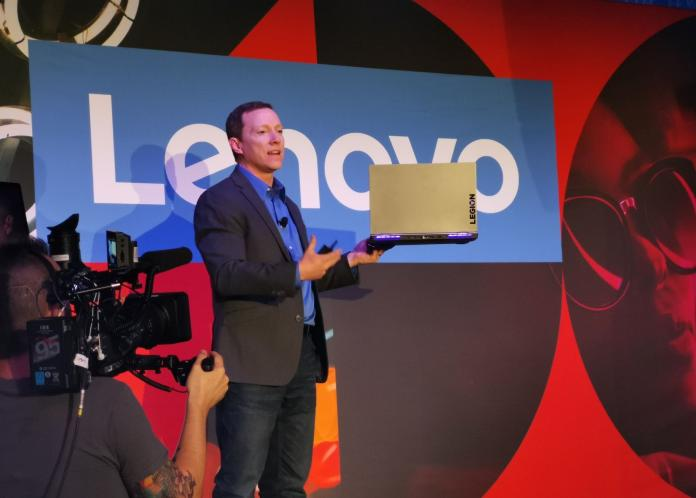 ▲CES 2019 展中,Lenovo 發表以「提升轉型生活、工作及娛樂方式」為出發的全新設計,美國時間今(8)日在全球媒體記者會中展示一系列令人驚豔的智能裝置產品。圖中人物為聯想行銷VP Matt Bereda。(圖/記者劉士成攝。2019.01.08)