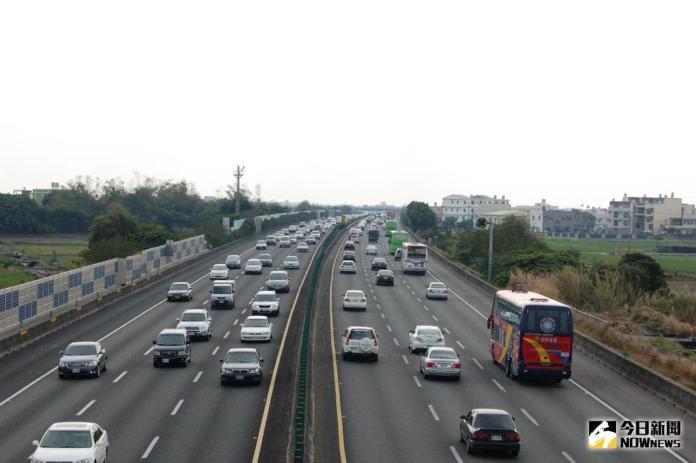 ▲開車必須要注意行車安全。(示意圖/NOWnews資料圖片)