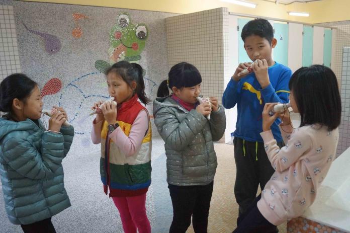 安溪小蛙寶廁所結合校內生態及特色課程 讓廁所也是<b>教室</b>
