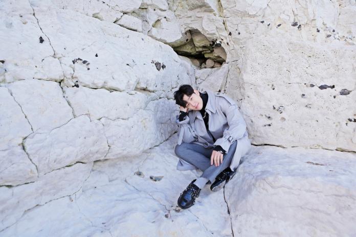 周興哲露肌登世界盡頭 險因風大摔懸崖