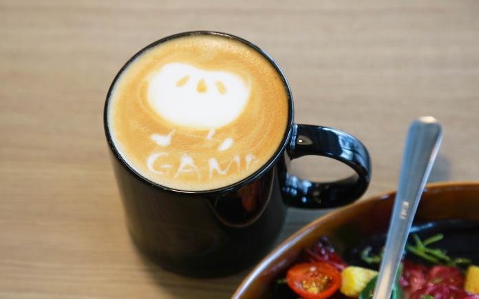 ▲雖說是員工餐廳,但是咖啡拉花一點也不馬虎。(圖/記者葉政勳攝)