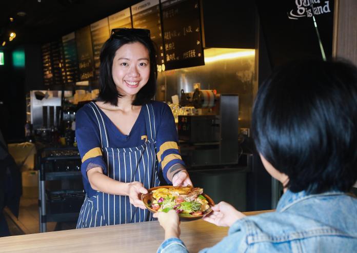 ▲吳昇蓉發現,員工餐廳的餐點除了要好吃、好看,份量也要足夠。(圖/記者葉政勳攝)