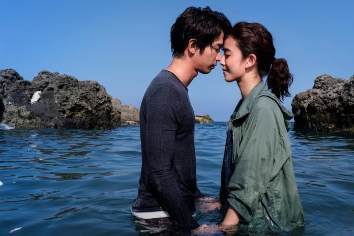 劉以豪海邊告白超浪漫 讓陳庭妮都濕了