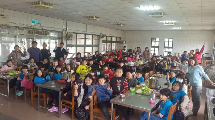 香田小學生手作菜頭粿