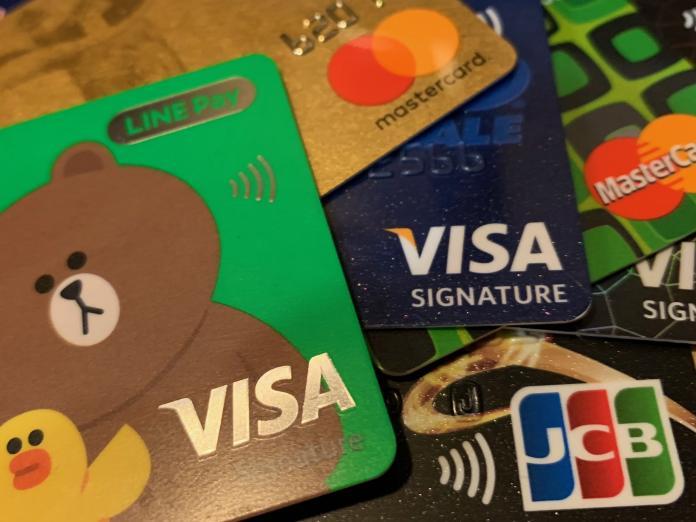 國人前9月刷卡額創新高 這2銀行奪單月發卡王、<b>刷卡王</b>