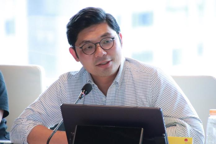 國民黨立委許毓仁22日將出席世界經濟論壇,他希望用創新和科技與世界接軌。(圖/許毓仁辦公室提供,2019,01,20)