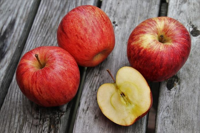 鑲金的?二顆蘋果賣8萬元 業者:全部賣光