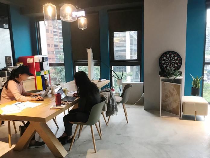 NOWNEWS0125_(主稿照片)自國外引進的共享辦公室掀起熱潮,吸引新創事業進駐