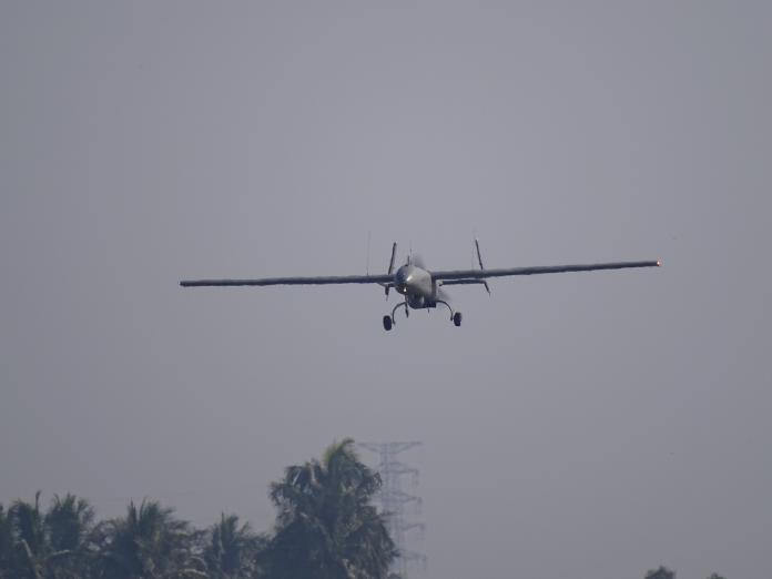 海軍銳鳶無人機 傳現蹤<b>台東</b>監控陸艦