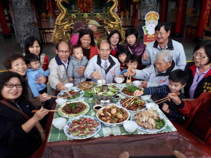 吃年菜搗年糕 <b>四結福德廟</b>邀社區民眾體驗傳統年味
