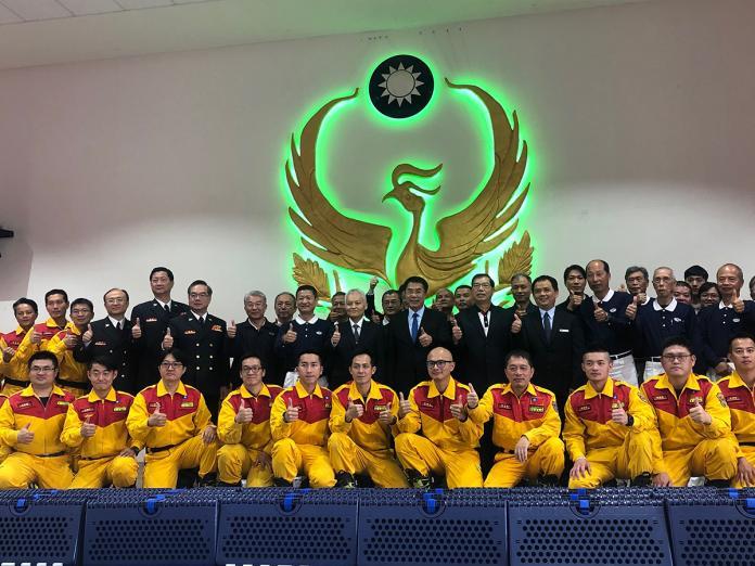 台南市長黃偉哲與消防局弟兄感謝慈濟福慧床捐贈