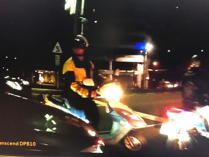 闖紅燈怕罰自小客駕駛<b>拒檢</b>逃逸 警開槍鎖定以車追人