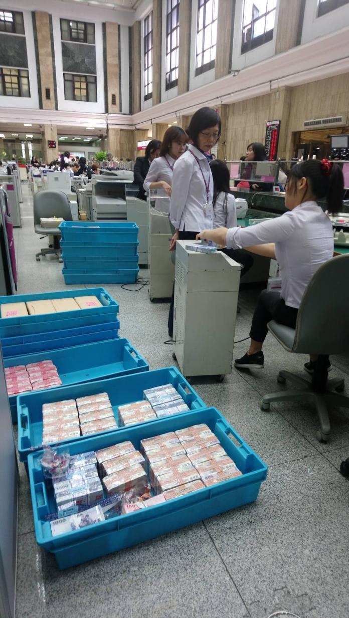 ▲過年換新鈔起跑,台灣銀行也準備好鈔供民眾兌換。(圖/台灣銀行提供,2019.1.28)