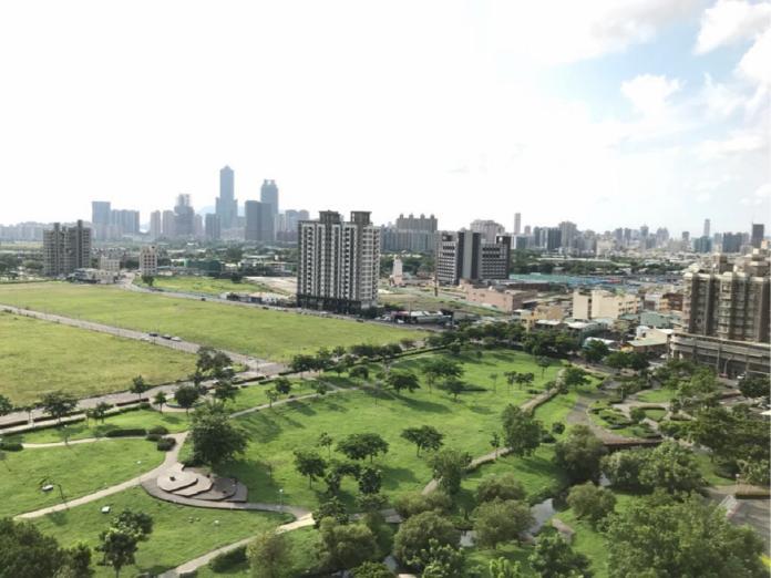 NOWNEWS0130_(配稿照片)五甲公園週邊大樓,因綠地加持而受到歡迎