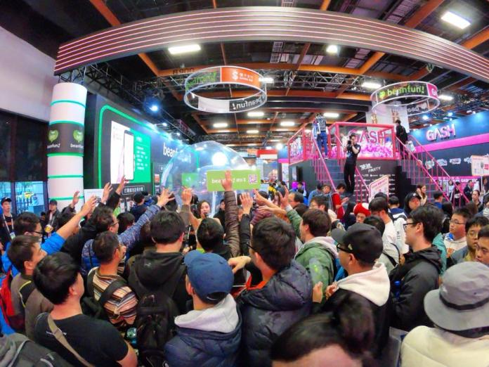 ▲「beanfun!錢包」3米高巨型水晶球,吸睛裝置吸引粉絲踴躍參與!