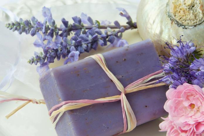 <b>洗澡</b>用肥皂或沐浴乳?肥皂派推「3優點」:出生用到現在
