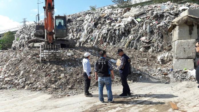 <br> 現場的廢棄物堆得比人還高。(圖/環保署提供)