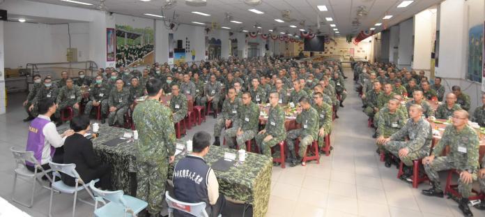 王惠美探視陸軍軍事訓練入營役男