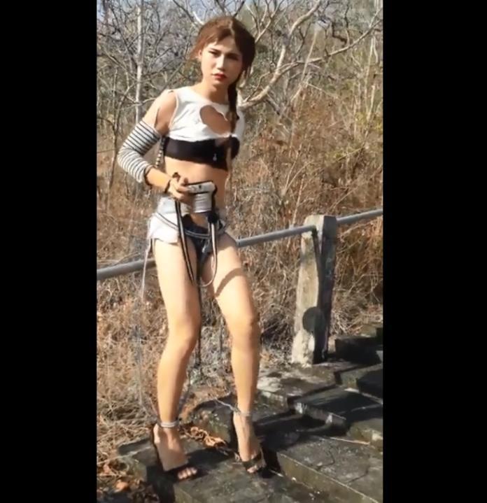 <br> ▲除了穿超破褲之外,上衣也被剪了好幾個大洞。(圖 / 翻攝自臉書「泰國清邁象」)