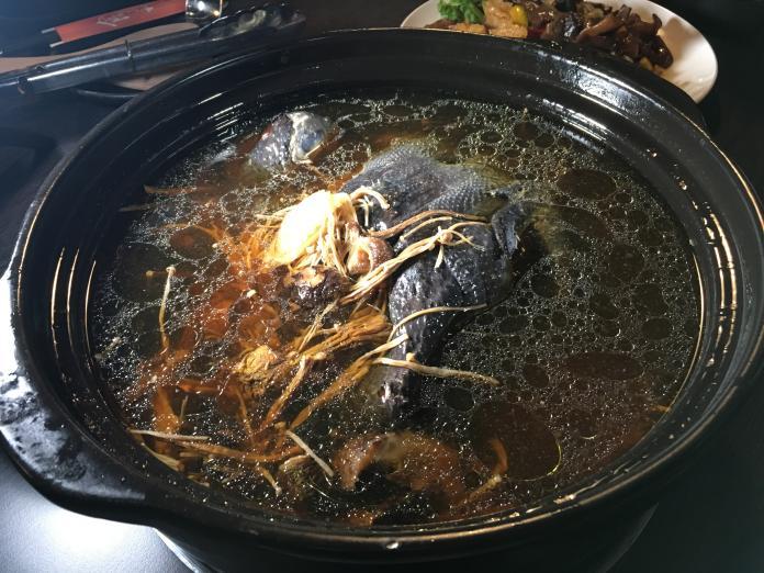 天寒吃鍋最對胃    麻辣養生菇菇雞挑逗味蕾