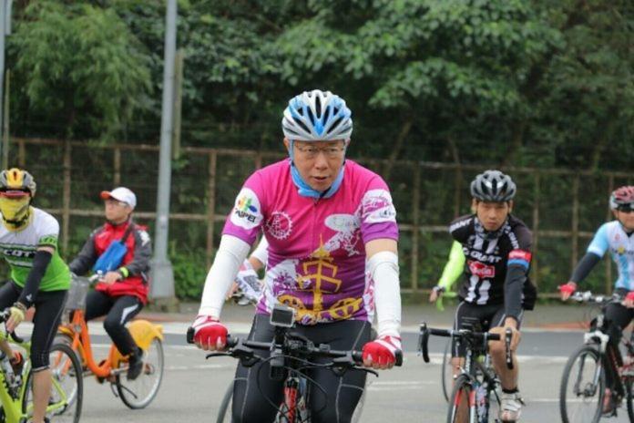 ▲台北市長柯文哲每年228前後,都會騎自行車進行一日雙塔活動。不過今年則遭爆料,由於要全程直播紀錄,將會花費公帑超過一百萬,並且由全民埋單。(資料照/台北市政府提供)