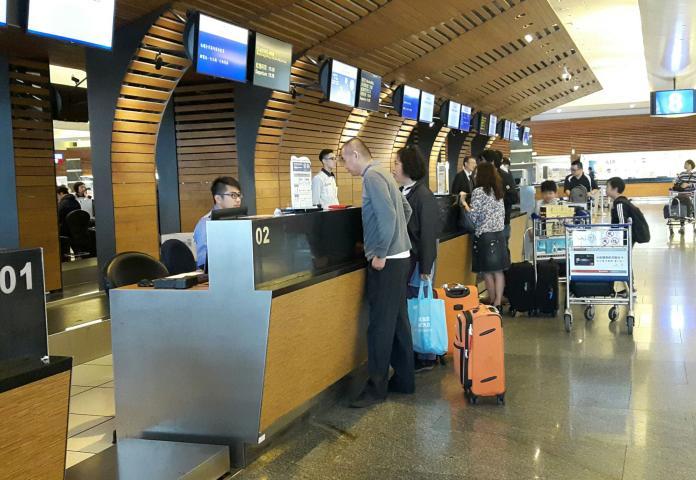 桃機<b>跑道</b>破洞121航班延誤 酷航飛新加坡誤點9小時最久