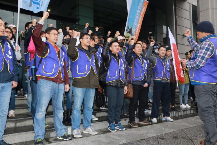 華航罷工機師挨譙「<b>王八蛋</b>」他嘆:台灣民主低落到沒長進