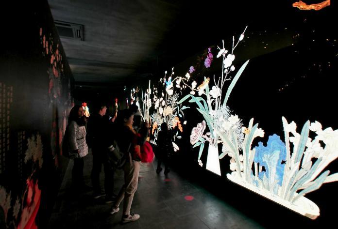 ▲在大陸,「旅遊過年」已成為新的民俗活動,春節期間參觀博物館比例為40.5%、美術館為44.2%、圖書館和科技館40.6%、歷史文化街區18.4%,觀看各類文化演出的遊客共達34.8%。 (圖 / 翻攝自網路)