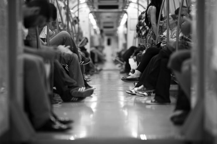 ▲若是對號座,還遇到無理的乘客硬要坐,卻又不好意思開口怎麼辦呢?(示意圖/翻攝自 Pixabay )