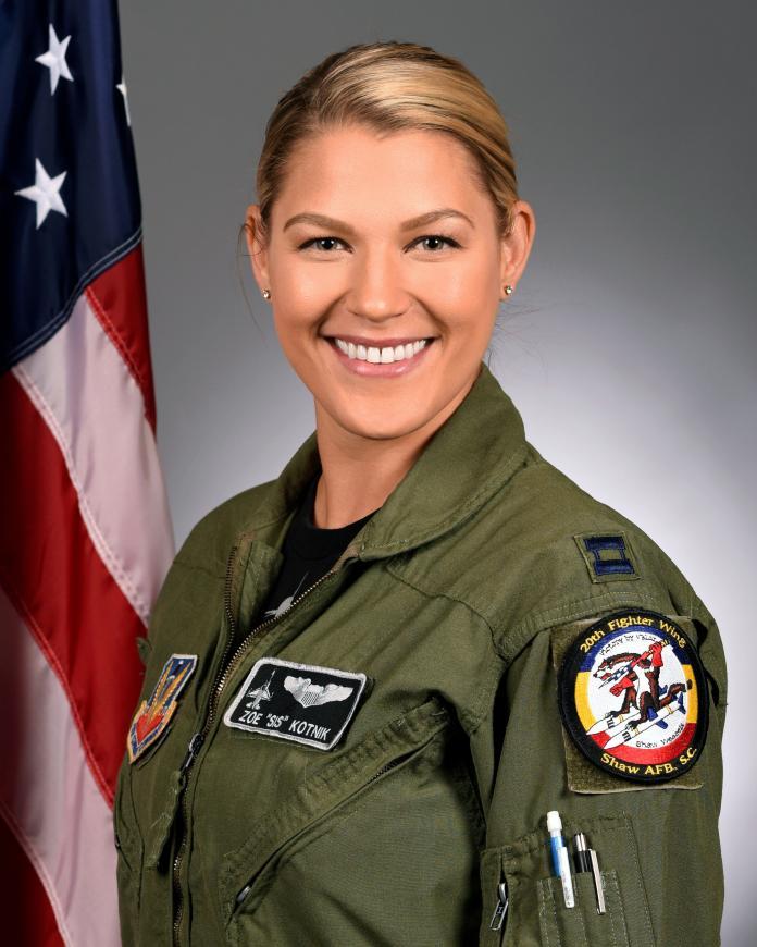 ▲美國空軍特技飛官蔻尼克(Zoe Kotnik)上尉。(圖/美國空軍)