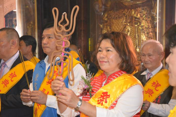 慶賀天公生 黃敏惠前往玉皇宮祈福發紅包