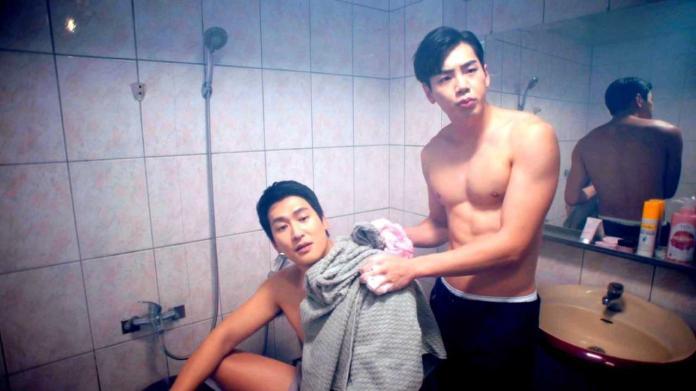 ▲邵翔(左)、禾浩辰拍攝男男洗澡的畫面。(圖/三立提供)
