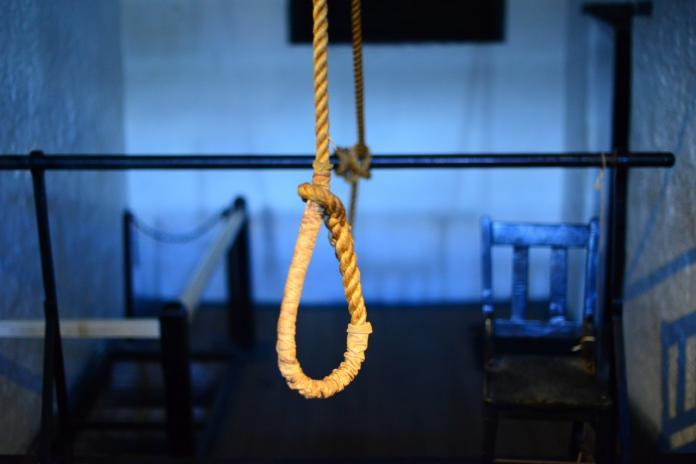 ▲高雄 19 歲女欲買繩子上吊。(示意圖/Pixabay)