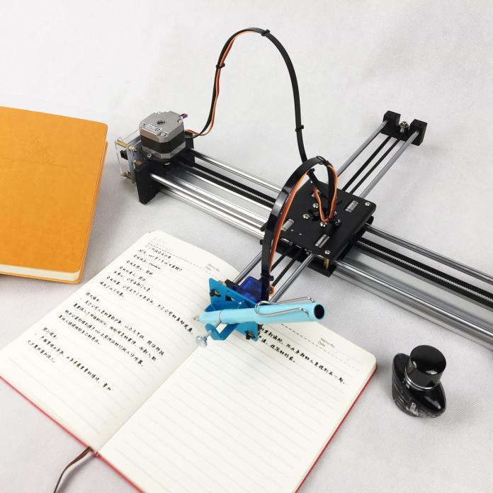 不會翻頁得陪著寫 學生瘋買「寫字機器人」後湧退貨潮