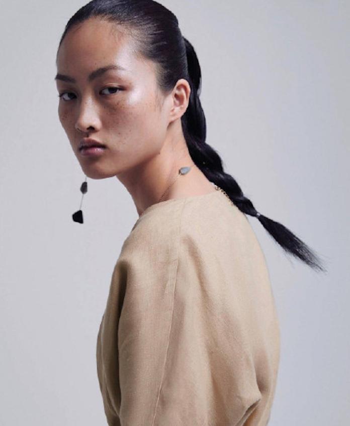 <br> ▲大陸模特兒李靜雯臉上的雀斑,意外引發許多大陸網友的批評。(圖/翻攝自 ZARA 微博)